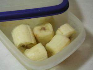 バナナ、モロヘイヤ、他を一緒にミキサーにかける。